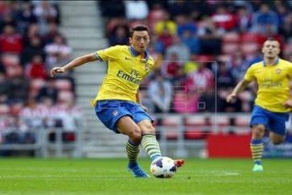 Ozil vuelve a exhibirse en la victoria del Arsenal