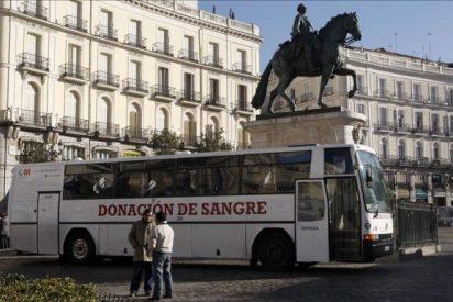 Ignacio González pagará 9 millones a Cruz Roja por sacar sangre en exclusiva