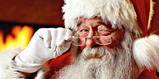 Santa Claus con un polvo blanco que consiguió en Colombia, la polémica prenda que obligó a Walmart a pedir perdón