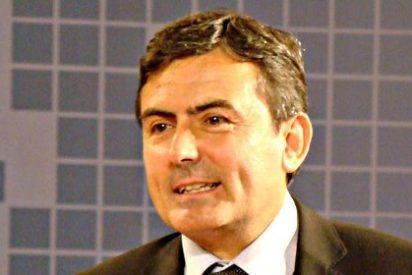 El diputado del PSOE critica al PP por poca inversión en educación, metiendo una falta ortográfica garrafal