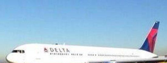 Terrible susto en Barajas al salirse de la pista un avión con incendio incluido