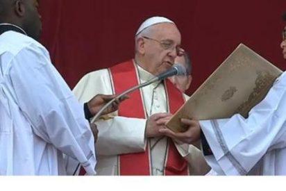 """Francisco denuncia las guerras, """"que generan odio y venganza"""", e invita a creyentes y no creyentes a """"orar o desear la paz"""""""