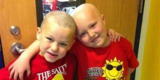 [Vídeo] Un niño de 7 años se rapa para que su mejor amigo, enfermo de cáncer, no se sienta raro