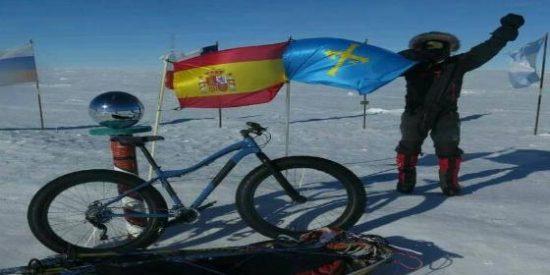 El asturiano Juan Menéndez conquista en bici el Polo Sur y se queda tan fresco