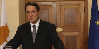 Se quedan pasmados en Chipre al despedir el año por TV...¡el antiguo presidente!