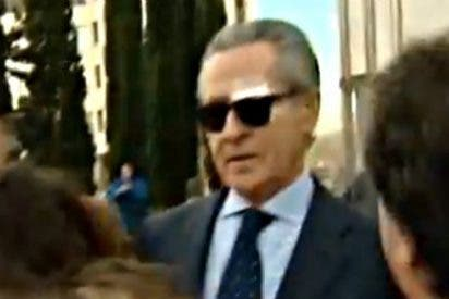 Miguel Blesa entra al juzgado con un ojo a la virulé y casi sale con los dos morados