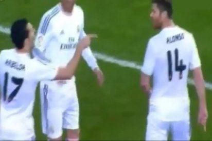 Sergio Ramos separa a Arbeloa y Xabi Alonso por una bronca en pleno partido