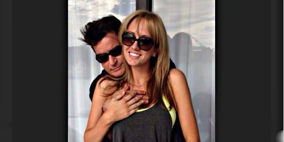 Charlie Sheen anuncia que se casa con su exnovia actriz porno para fastidar a su exesposa