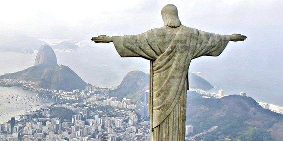 Un rayo 'redentor' alcanza al Cristo de Río y le fríe un dedo de su mano derecha