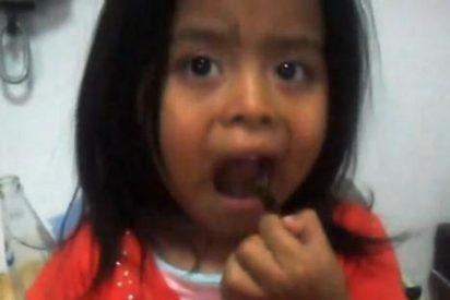 [Vídeo] Obliga a su niña a comerse una cucaracha viva para 'lucirse' en YouTube
