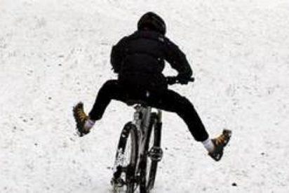 Se cae de la bicicleta y se le queda el pene erecto durante siete largas semanas