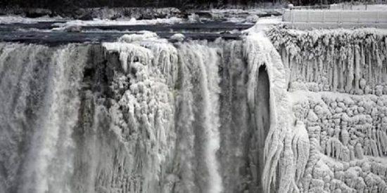 ¡Insólito! Las cataratas del Niágara se han quedado congeladas...a menos 20 grados celsius