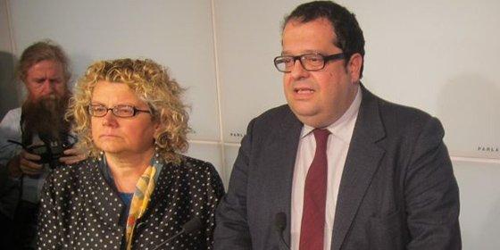El PSC suspende a los tres díscolos de sus cargos parlamentarios