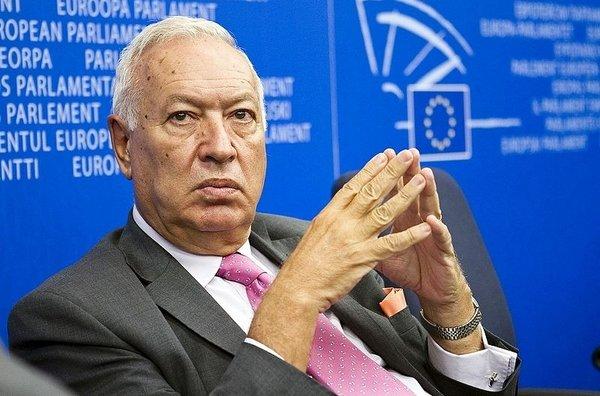 Los diplomáticos necesitarán 20 años de antigüedad para poder ser embajadores, si no hay enchufes