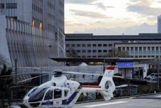 Un periodista se viste de cura para colarse en el hospital