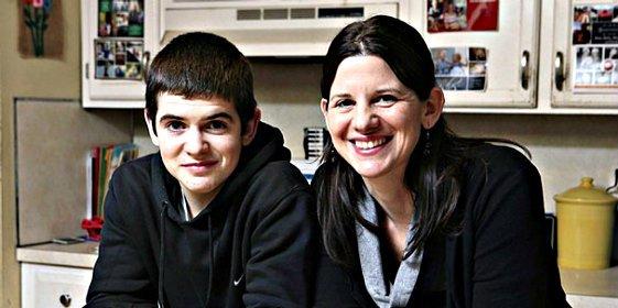 El contrato que una madre hace firmar a su hijo adolescente antes de regalarle un iPhone