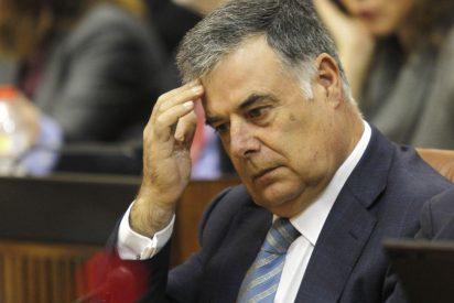 El señor diputado que nunca abre la boca y cobra 5.684 euros al mes por ir al pleno a votar