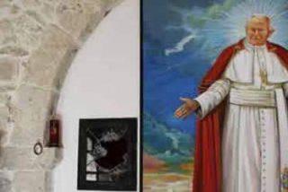 Los detenidos por el robo de la reliquia de Juan Pablo II tiraron la sangre al creer que no tenía valor