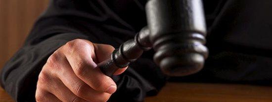 """Condenado a 3 años y medio por 'cascar' que sus empleados eran unos gays """"guarros"""""""