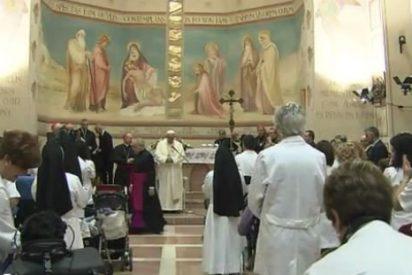 Francisco invita a eliminar las barreras arquitectónicas para discapacitados en iglesias
