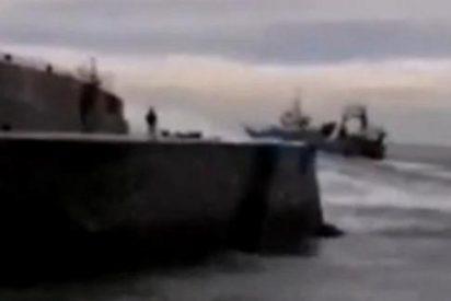 El escalofriante vídeo del pescador tragado por una ola asesina en Ondarroa