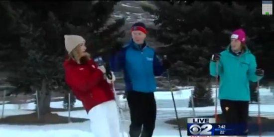 El 'escalofriante' vídeo de la reportera que se desmaya en directo y que le echa unas risas