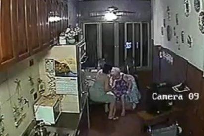 [Vídeo] Así podría estar tratando alguna enfermera a su anciana madre: ¡a bofetadas!