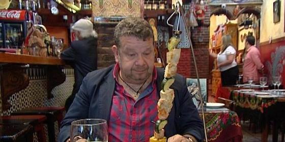 """Pelos en la ensalada, gritos, vodka y cucarachas en el regreso triunfal de Chicote: """"¿Me estás llamando cateto?"""""""