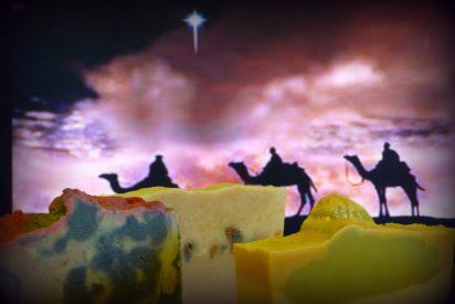 """""""Oro por ser rey, incienso por ser Dios y mirra por ser hombre"""""""