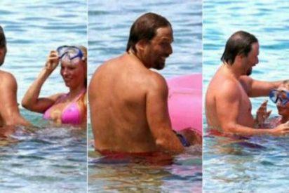 La felación que le hace Pamela Anderson a su novio bajo la aguas