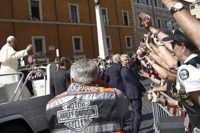 El Papa sigue con su 'santa marcha': Subasta su 'chupa' y la flamante Harley Davidson