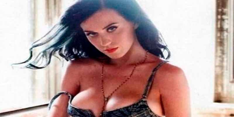 La cantante Katy Perry rezaba todas las noches para tener las tetas grandes