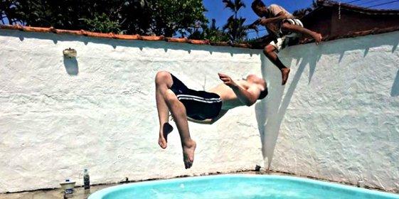 Fotografía a su novio y captura el momento en que un atracador entra en su casa