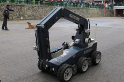 Unidades caninas y Tedax de la Policía participan en una exhibición en el colegio Salesianos