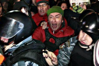 La brutal paliza de los manifestantes a la Policía ucraniana