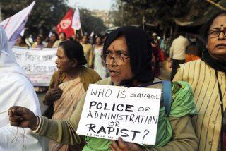 El consejo tribal ordena violar en grupo a una mujer india, por tener novio 'forastero'