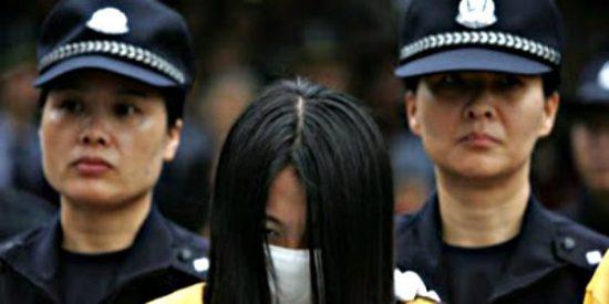 China detiene, humilla públicamente y encierran a las prostitutas en centros de trabajo forzado