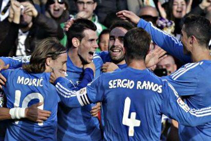 El Real Madrid pulveriza al Betis y duerme colíder de la Liga