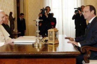 Francisco y Hollande hablan de familia, bioética y el conficto en Siria