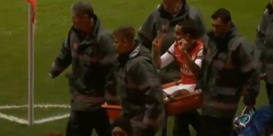Walcott se ríe de la afición del Tottenham