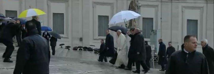"""Francisco: """"Id a misa el domingo, para rezar y para comulgar"""""""