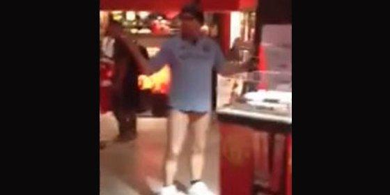 Se cuela muy borracho y sin pantalones en la tienda del Manchester