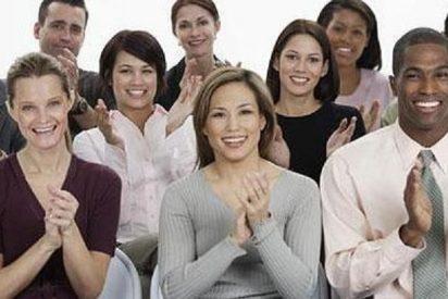 ¿Por qué extraña razón aplaudimos todos a veces al mismo tiempo como 'memos'?