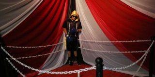 Velan el cadáver de un boxeador asesinado poniéndolo de pie en la esquina de un ring