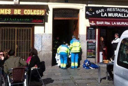 Un joven drogado se cae desde un cuarto piso en Madrid y sube luego las escaleras casi muerto