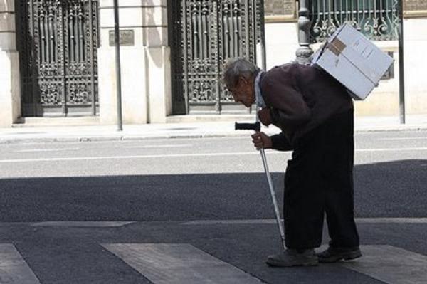 Sentir la soledad extrema aumenta las posibilidades de muerte prematura de una persona mayor