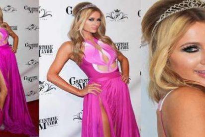 [Vídeo] Paris Hilton celebra su cumpleaños enseñando la raja...de su vestido y algo más