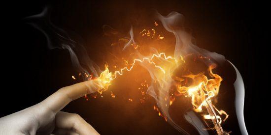Cómo evitar que el 'consumo fantasma' de la electricidad nos pase una factura de alto voltaje