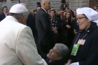 """Francisco invita a """"dar la vida"""" por los enfermos"""