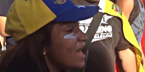 Venezuela: La estudiante que hizo llorar a dos mujeres policía del regimen chavista